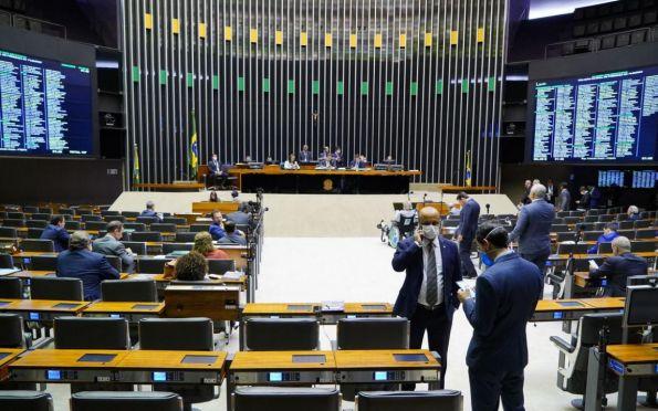 Câmara aprova MP que suspende cumprimento mínimo de dias letivos