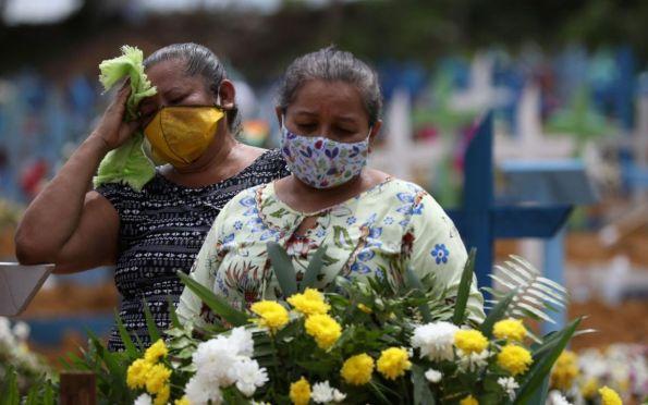 Surto de covid-19 nas Américas está longe de acabar, dizem cientistas