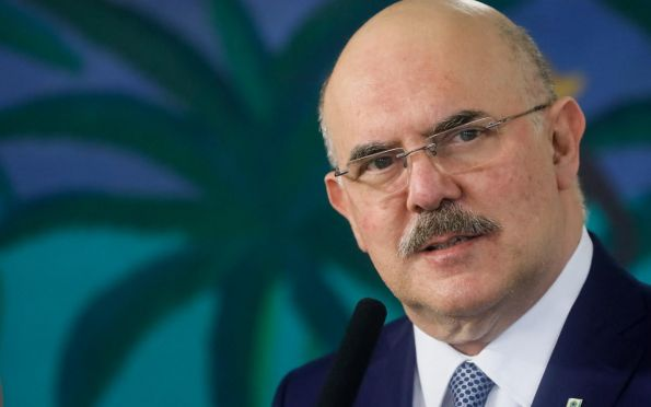 Ministro da Educação diz que testou positivo para Covid-19
