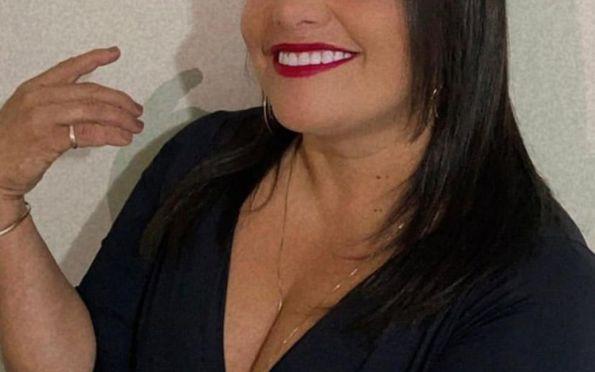 Cantora Lara Sid se prepara para primeira Live neste sábado