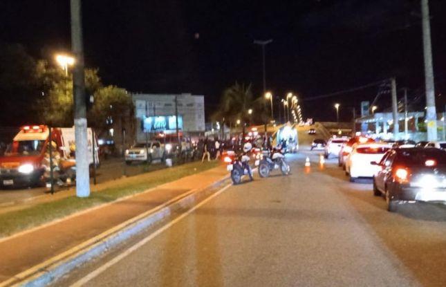 Cinco pessoas ficam feridas em acidente na Tancredo Neves, em Aracaju