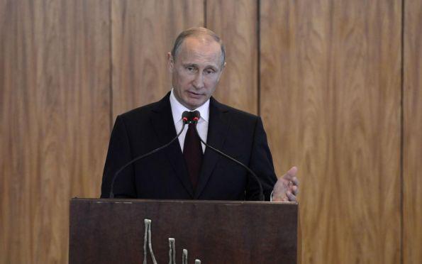 Em meio a desconfianças, Putin anuncia primeira vacina contra Covid-19
