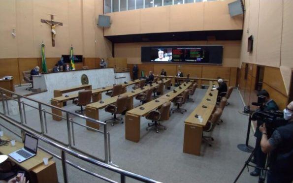 Deputados estaduais retomam atividades em plenário com sistema misto