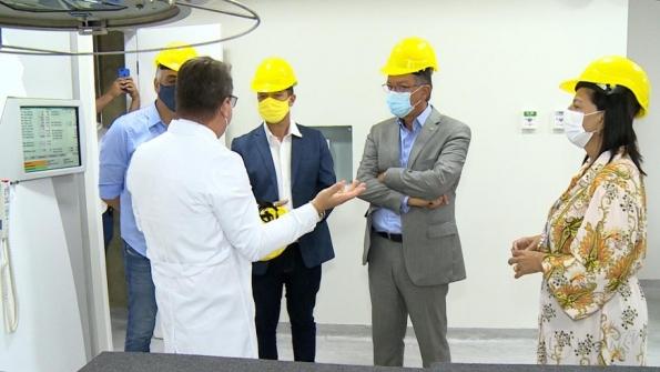 Deputados federais conhecem reestruturação do Hospital Cirurgia